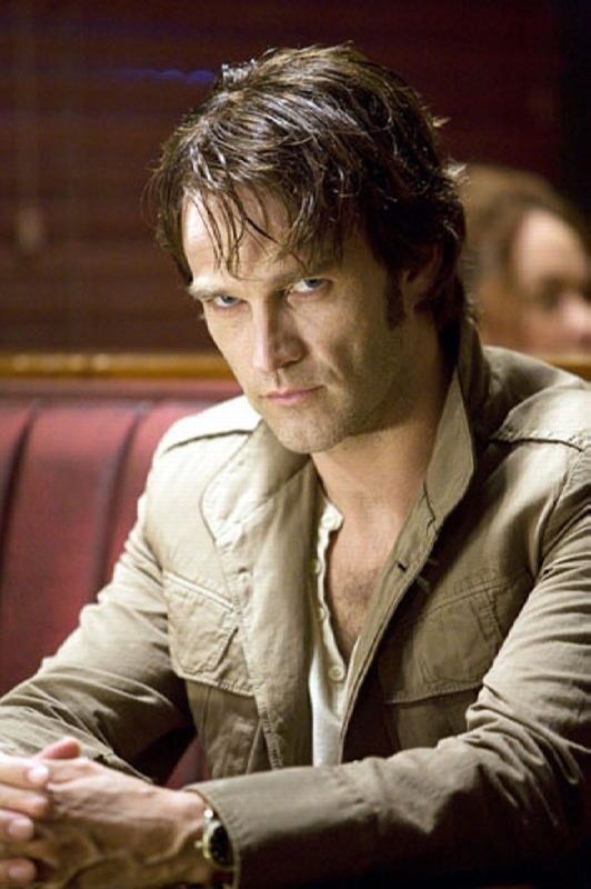 Stephen Moyer in the role of vampire Bill Compton