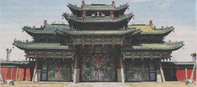 The triumphal gates of the Bogdo Gegen Palace