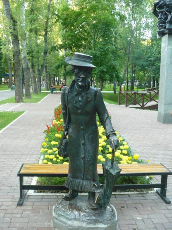 Monument to the old woman Shapoklyak in Saransk, Mordovia, Russia