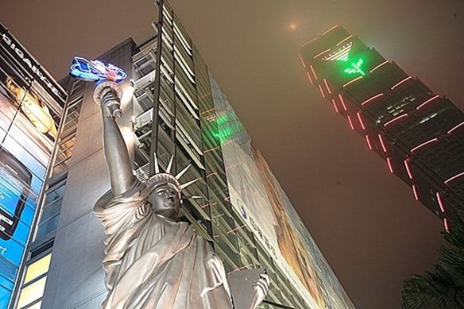 Replica of the Statue of Liberty near the shopping center in Taipei, Thailand