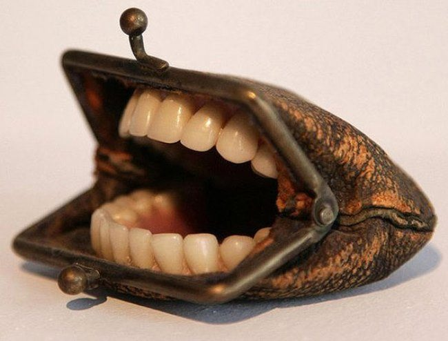 Toothed wallet