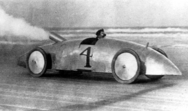 In 1906 the Stanley steam car set a speed record of 203 km h