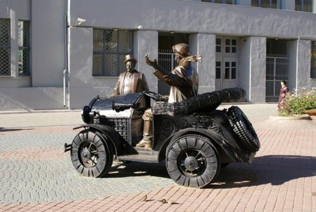 Monument banker goes to his car in Yekaterinburg, Russia