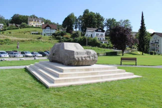 Monument to the car in Rajfnice, Austria