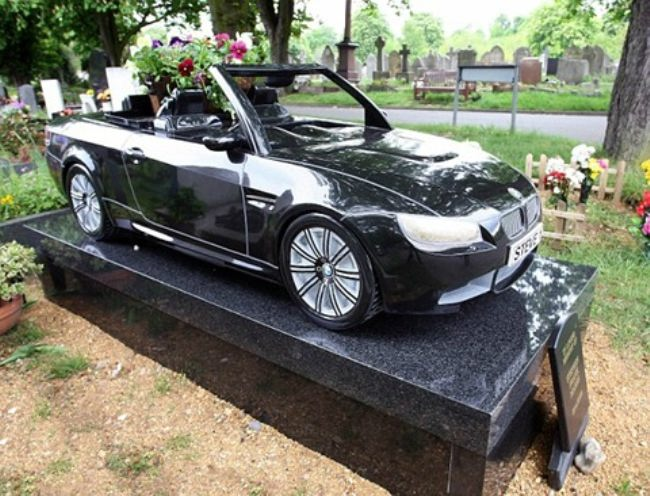 Tombstone in London, BMW M3