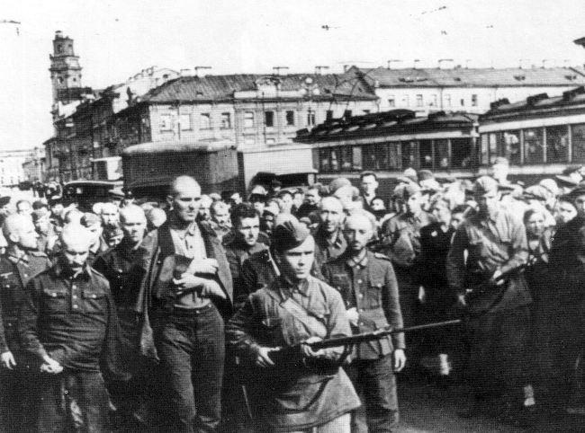 Column of German prisoners of war on Nevsky Prospekt, July 1942