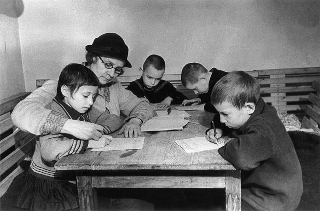 School lesson in the Leningrad bomb shelter, 1942