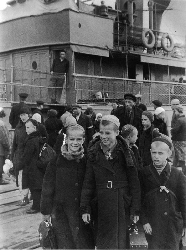 Schoolchildren before evacuation, 03.07.1942
