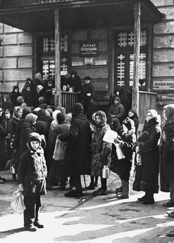 The queue at the children's clinic number 12 in besieged Leningrad, 1942
