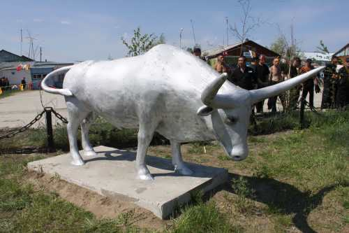 Monument to bull