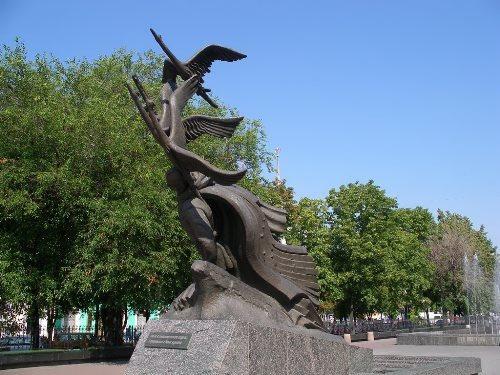 Monument to cranes