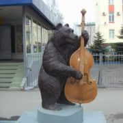 Bear with double bass in Nizhny Novgorod