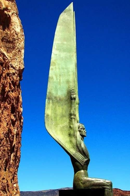Monument in honor of workers and builders of the Hoover dam