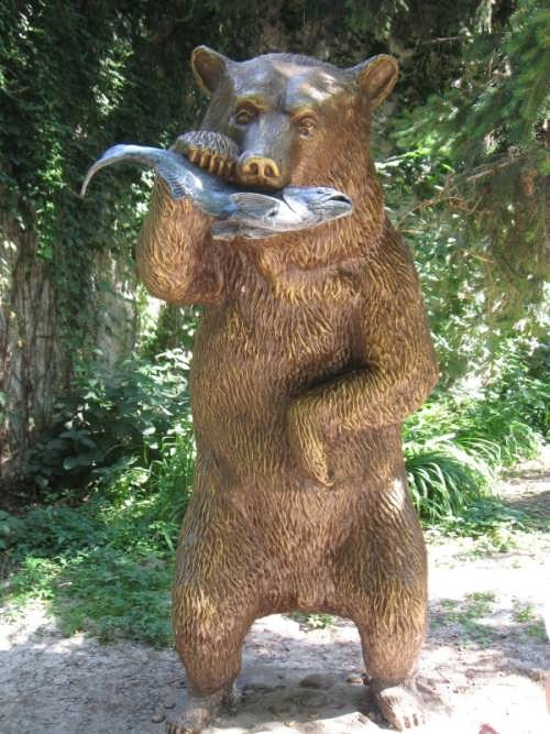 Monument to bear with fish