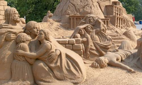 Sculpture composition made of sand