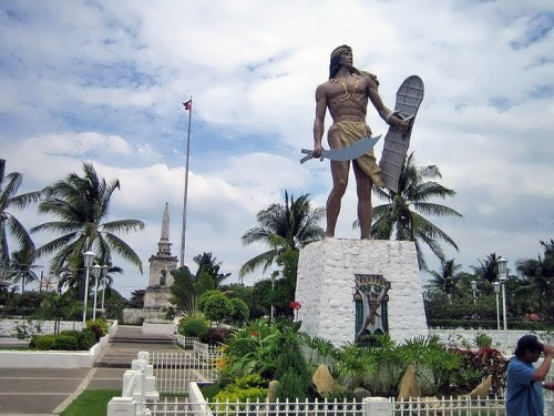 The grave of Magellan and the monument to Lapu-Lapu
