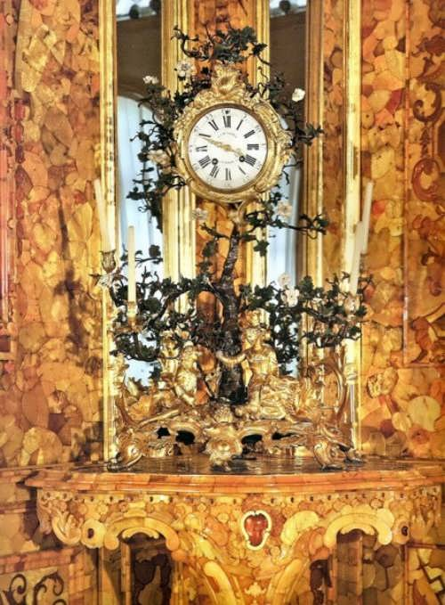 Clock in Amber Room