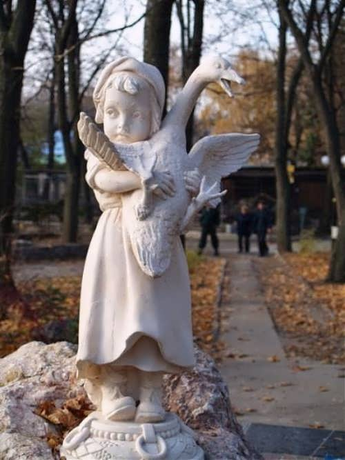 Monument to little girl with goose