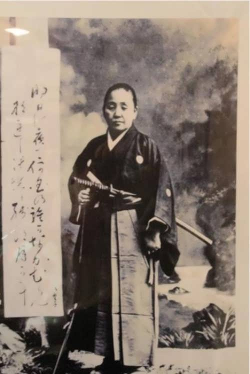 Old photo of onna-bugeisha