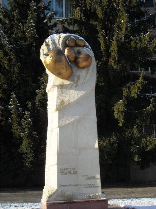 A monument to potatoes, Kiev region