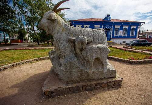 Monument to a goat in Uryupinsk