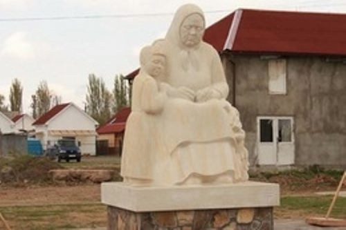 Monument to grandmother and granddaughter in the village of Velikaya Dobron, Ukraine