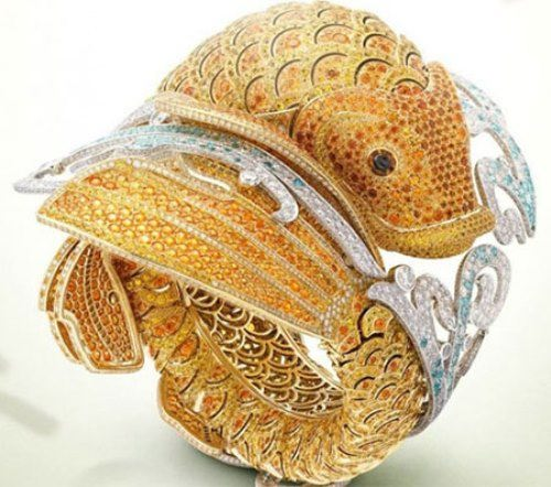 The gold watch in the form of carp koi, Jewelry House Van Cleef & Arpels