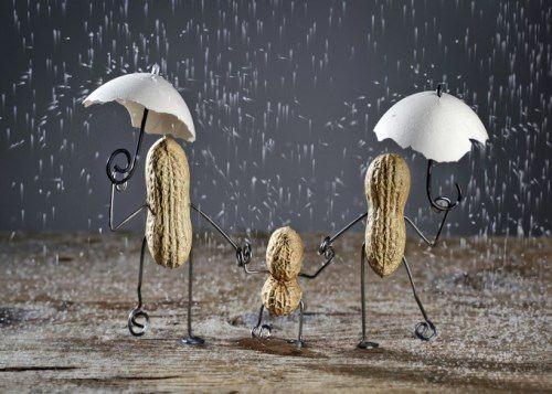 Walking in the rain. Photo by Nailia Schwarz