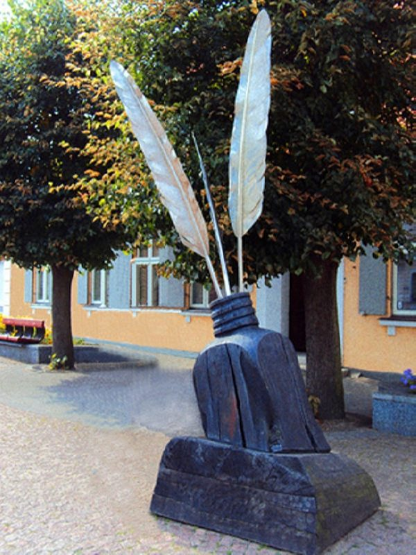 Monument to feathers