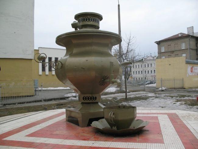 Monument to the samovar in Mogilev, Belarus