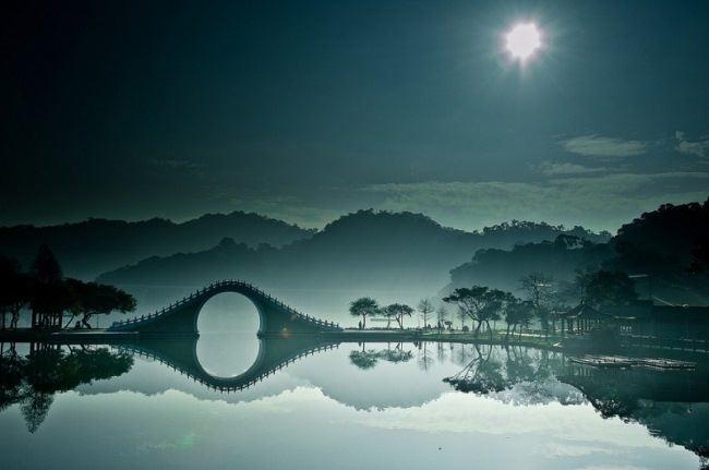Moon bridge in Dahu Park, Taipei, Taiwan