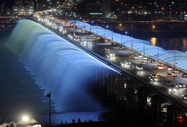 Rainbow bridge-fountain of Banpo, Seoul