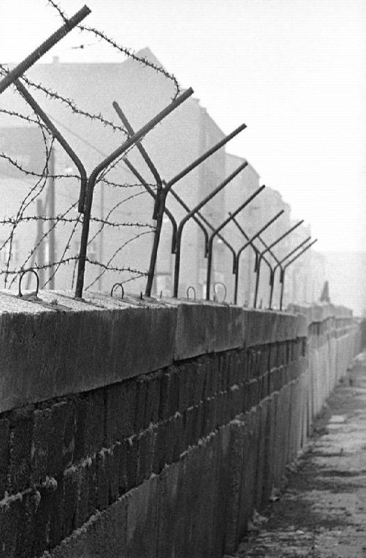 Strengthening of the Berlin Wall, September 25, 1961