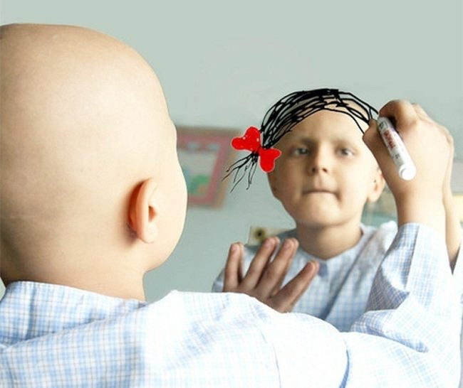 A girl who has cancer, draws her dream on a mirror
