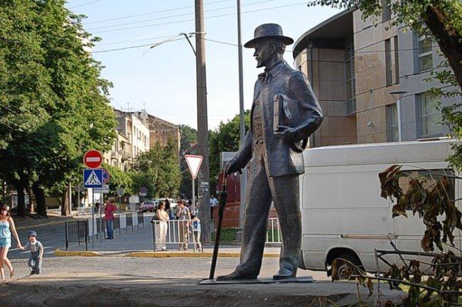 Monument to the artist Ivan Ivanovich Trush in Lviv, Ukraine