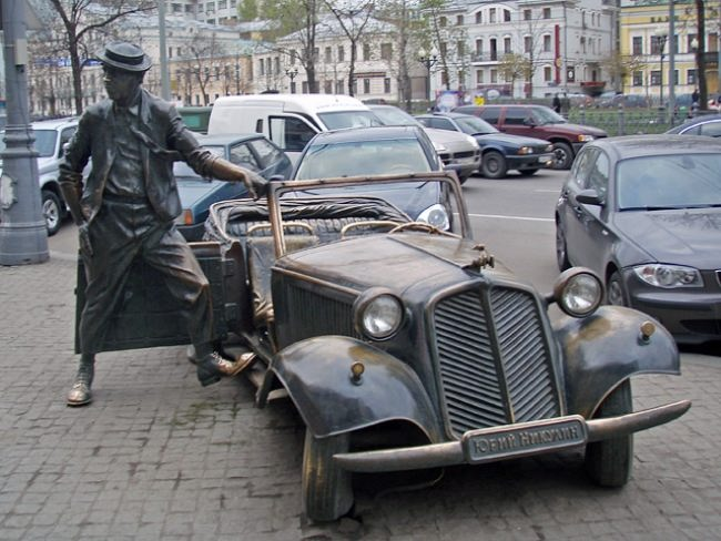 Monument to Yuri Nikulin and a car in Moscow, Russia