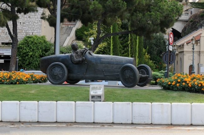 Monument to the racer in Monaco