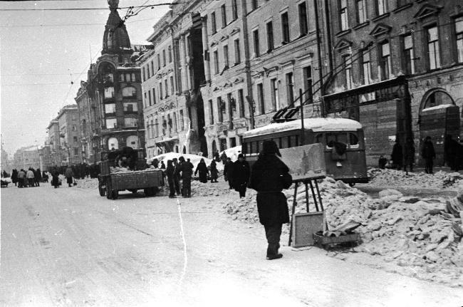 An artist on Nevsky Prospekt in winter in besieged Leningrad