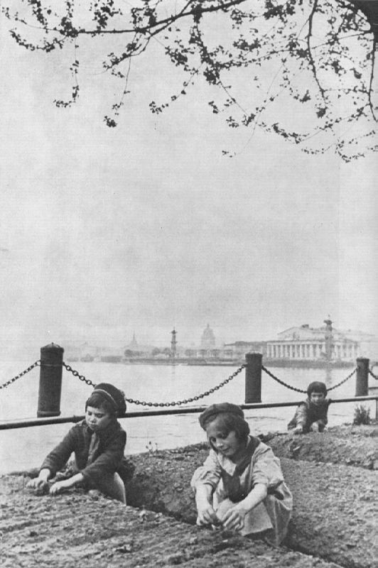 Children of besieged Leningrad near the beds on Mytninskaya embankment