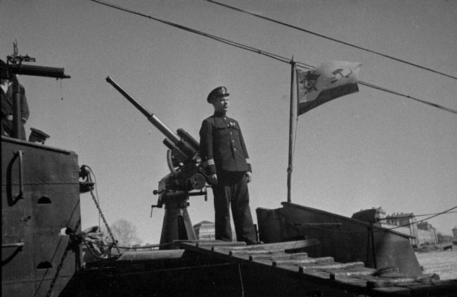 Commander of the Soviet submarine Shch-323, Lieutenant-Captain F.I. Ivantsov on the deck of his ship in besieged Leningrad