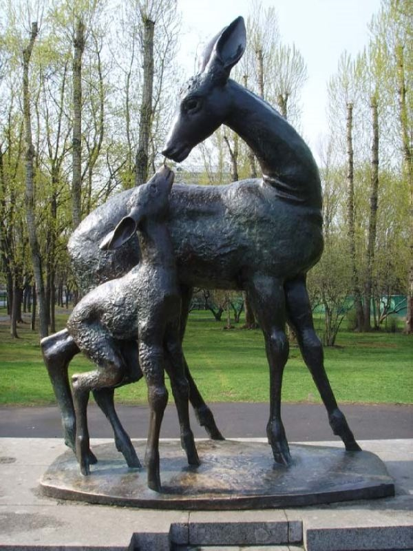Monument to deer in Moscow