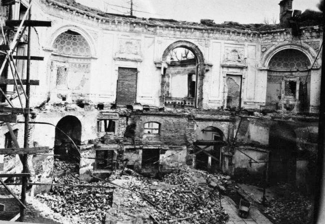 Ruined Pavlovsk Palace. 1944. Photo by Tarasevich V.