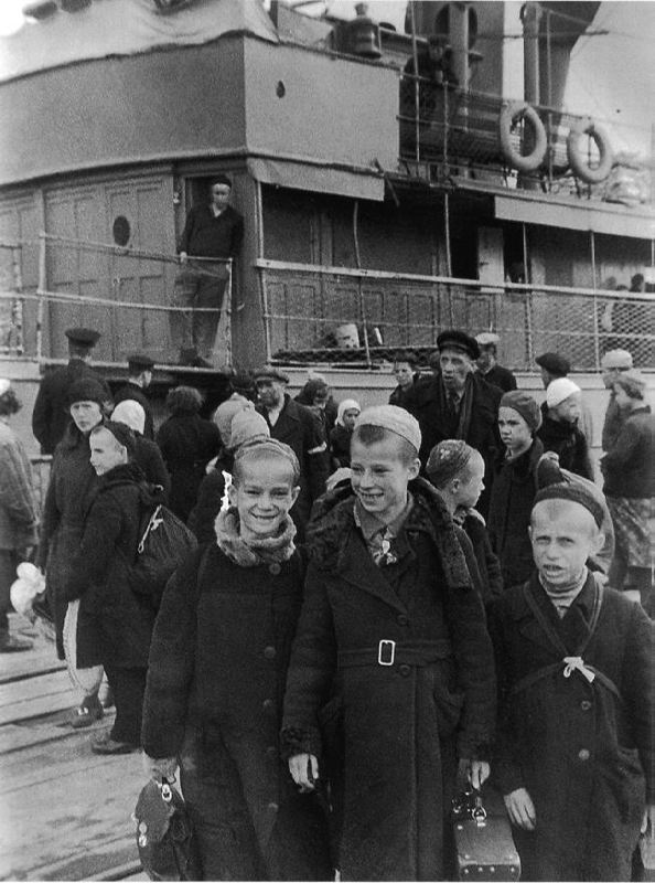 Schoolchildren before evacuation, 03.07.1942
