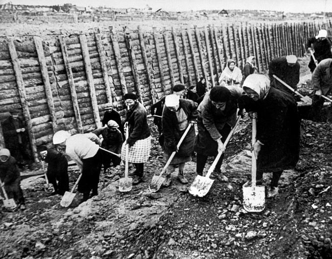 Soviet women are making an anti-tank ditch near Leningrad, November 1941