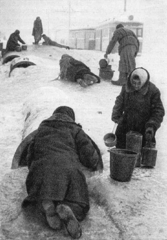 The exhausted inhabitants of the besieged Leningrad on the road for water