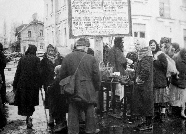 The market in Pavlovsk. 1941-1943