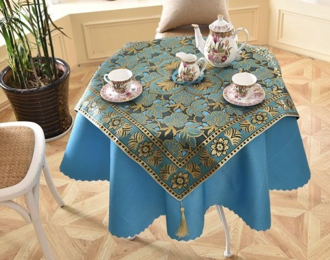 Choosing the tablecloth color