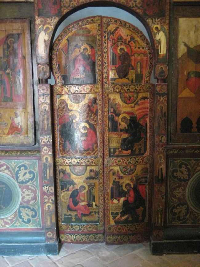Royal gates of the iconostasis of the Church of Varlaam Khutynsky