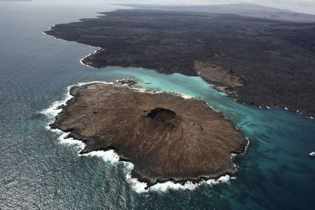 Sombrero Chino Island, located at the southeastern tip of San Salvador Island