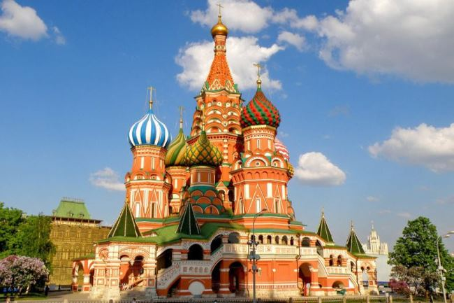View of the cathedral from the side of the Moscow Kremlin
